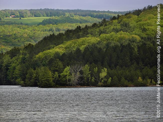 NY_May2019-0526_upstate-lakeandfarhills_DSCN4139_650w