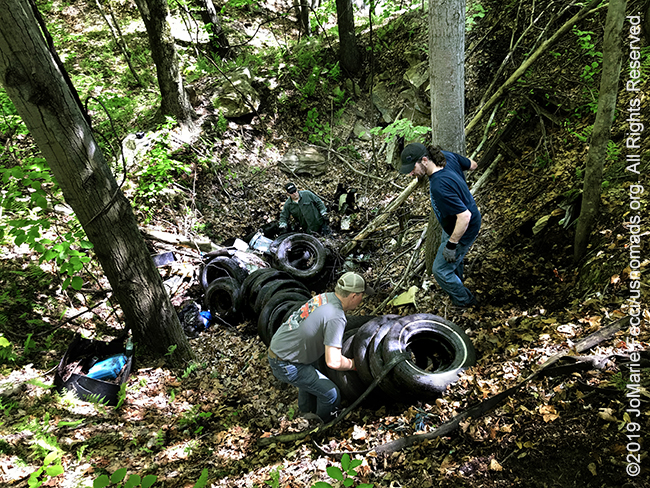 PA_May2019_0511_TrailCleanup_collectingandsettinguptires_IMG_6479_650w