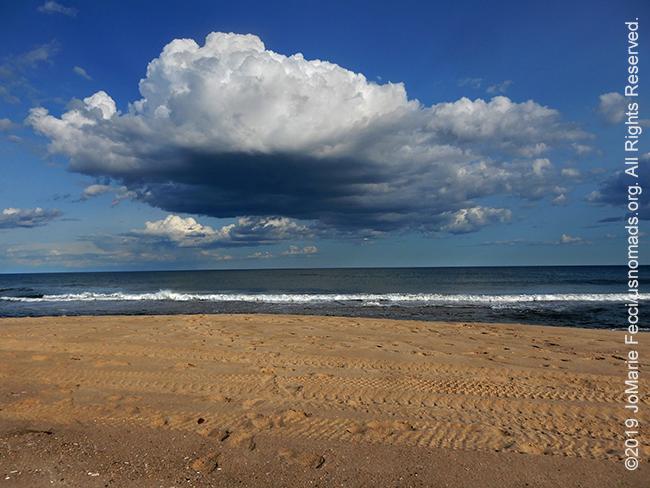 NY_JUN2019_0622_LI_EastEnd-HitherHills_beach_dramaticpuffycloud_DSCN4866_650w