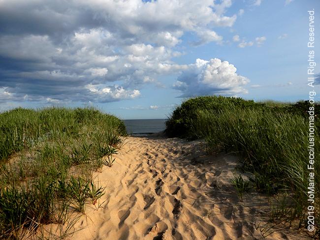NY_JUN2019_0622_LI_EastEnd-HitherHills_beach_entrytobeach_DSCN4855_650w