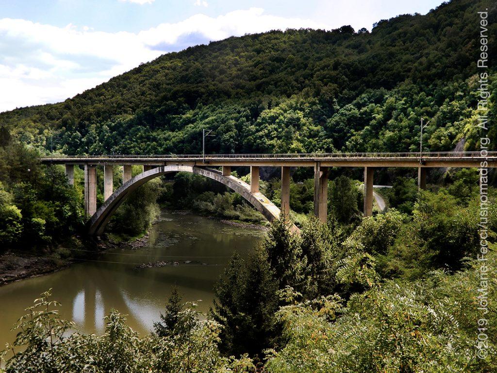 Serbia_Aug2019_Day07_roadtrip-gorge-bridgeoverriveratdam_DSCN6505_1200w