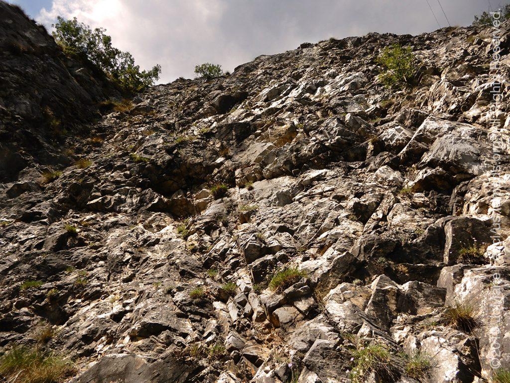 Serbia_Aug2019_Day07_roadtrip-gorge-clifftexture_DSCN6563_1200w
