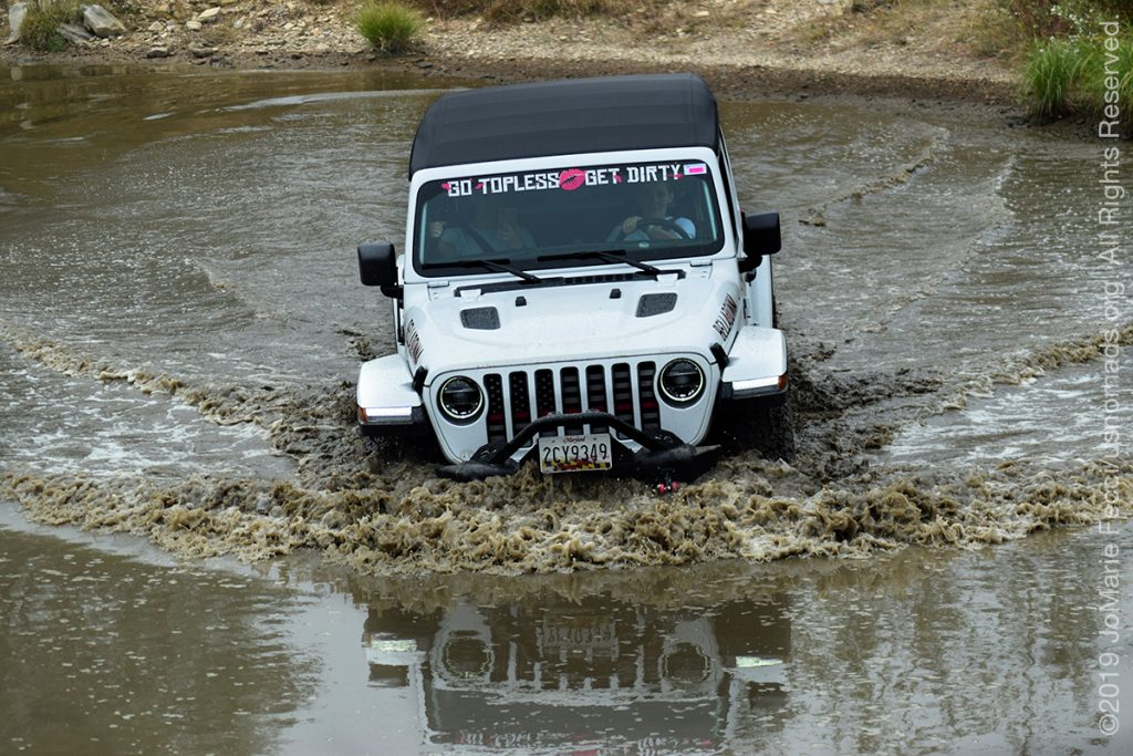 PA_SEP2019_WWD_0928-pit_whitejeepwatercrossingreflection_DSC_0097_1200w